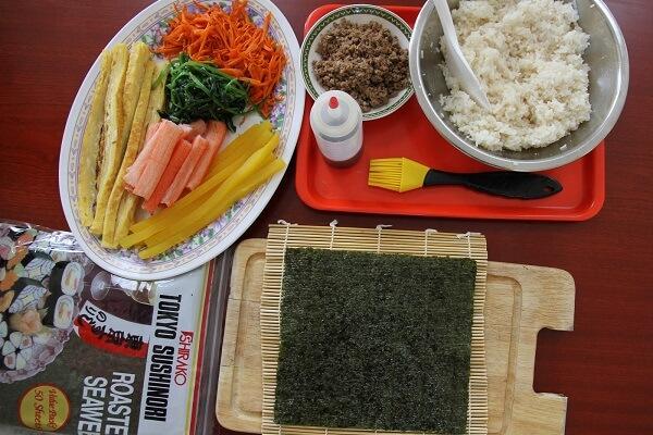 Xong bước chuẩn bị các nguyên liệu cuộn Kimbap