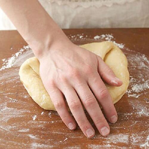 Tiếp tục nhồi bột (như nhồi bánh mì)