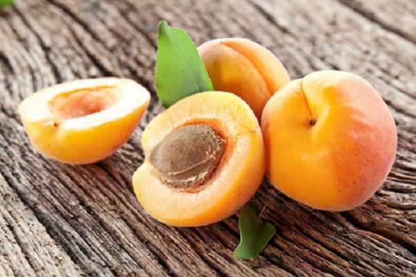 Trong 100g trái mơ cung cấp đầy đủ lượng vitamin A cần thiết mỗi ngày