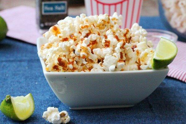 Một trong những món ăn vặt dễ bán online hiện nay là bắp rang bơ, bắp xào mỡ hành