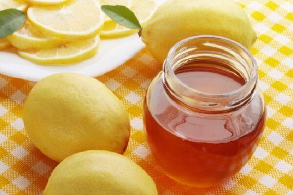 Uống nước chanh mật ong giảm cân là cách được nhiều chị em ưa chuộng