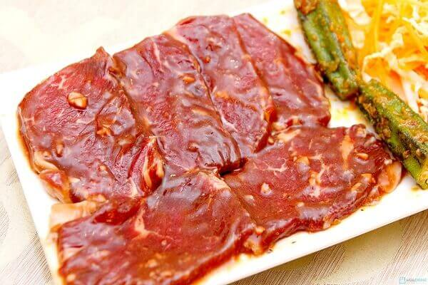 Ướp thịt bò cho thấm gia vị khoảng 1 giờ