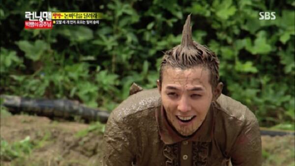G-Dragon lăn xả với bùn để lấy lòng công chúa Song Ji Hyo