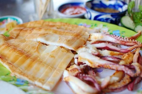 Khu ẩm thực đường Nguyễn Thượng Hiền Quận 3