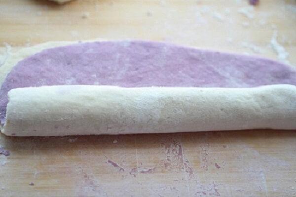 Cán mỏng 2 phần bột.