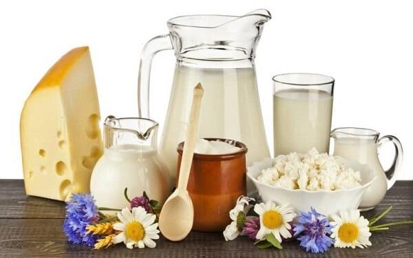Sữa và các sản phẩm từ sữa ít béo giúp xua tan cái đói vào buổi đêm cho mẹ bầu hiệu quả