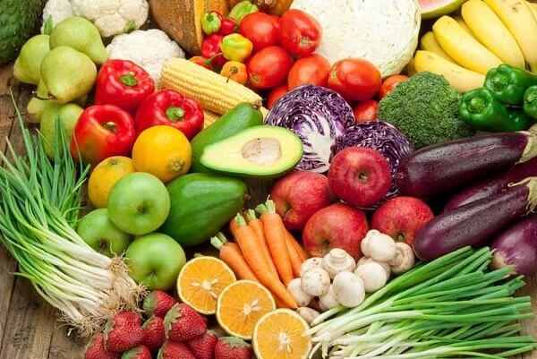 Dự trữ thật nhiều trái cây tươi trong tủ lạnh để chống cơn đói về đêm mẹ bầu nhé