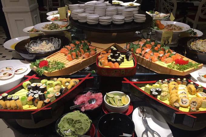Nơi đây tiếp tục là điểm hẹn cho thực khách muốn thưởng thức tinh hoa buffet