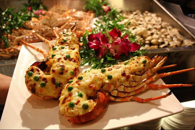 Đến với nhà hàng để thưởng thức hương vị ẩm thực Á Âu đặc sắc
