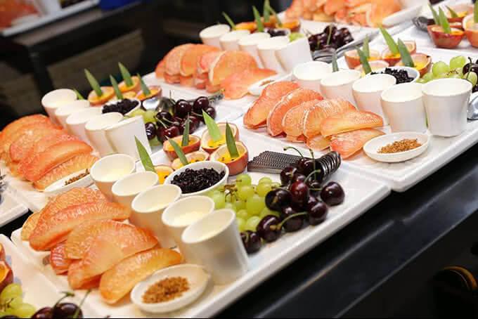 Kết thúc tiệc buffet bằng hương vị trái cây ngọt ngào, tươi ngon