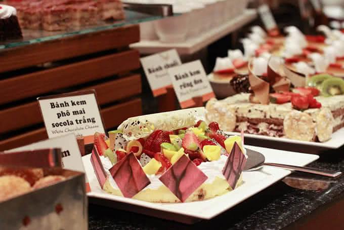 Quầy bánh ngọt kiểu Pháp tại Buffet Windsor