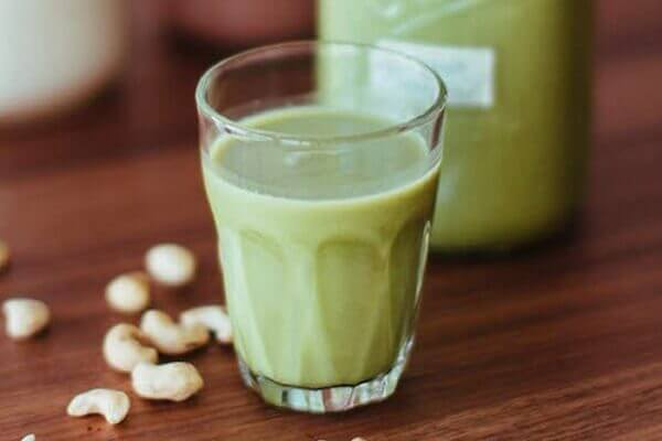 Đậu xanh có vị ngọt, tính lạnh, giúp thanh nhiệt, giải độc.