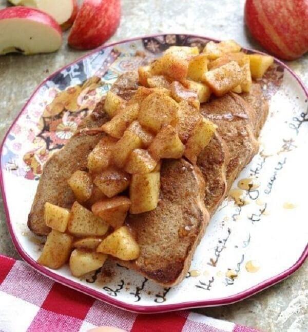 Bánh mỳ trứng ăn kèm táo caramen của Gordon Ramsay
