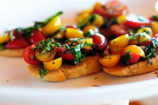 Bánh mì Bruschetta cà chua