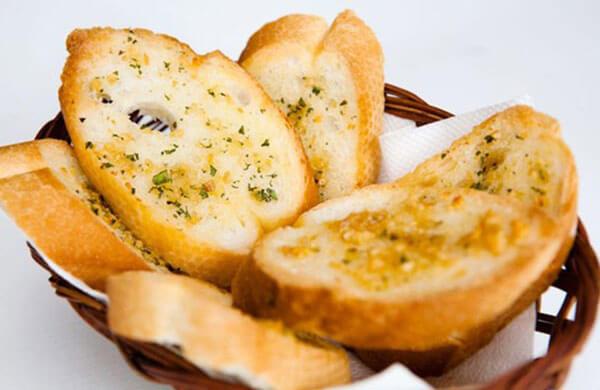 Bánh mì nướng bơ tỏi ăn sáng nhanh