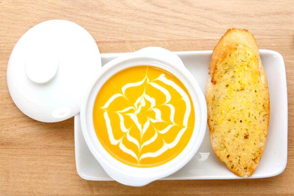 Công thức nấu món súp bí đỏ bằng lò vi sóng