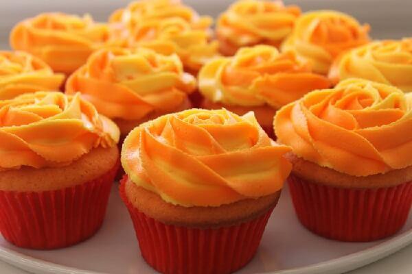 Bánh cake mềm mịn, thơm ngon, mùi bơ béo béo sẽ làm bạn phải thích mê.