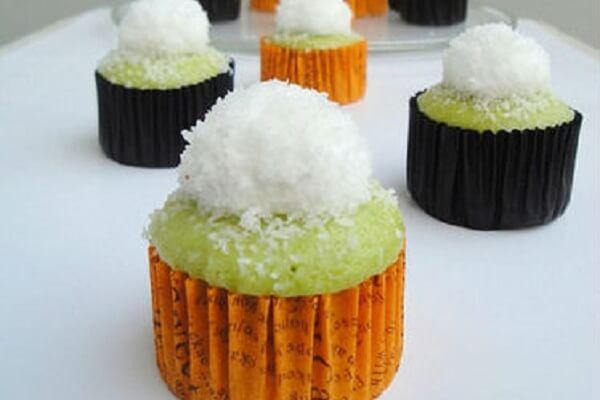 Hướng dẫn hấp bánh cupcake lá dứa ngon độc đáo