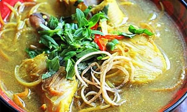 Cá đuối nấu canh chua bắp chuối
