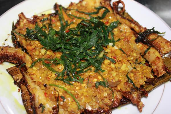 Món ăn có màu vàng đẹp mắt và dậy mùi thơm đặc trưng.