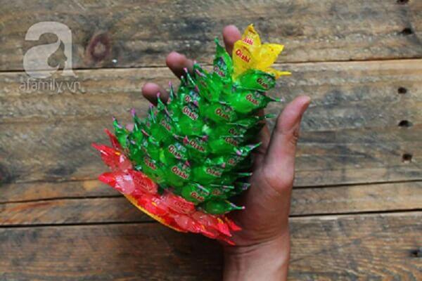 Làm đế cho cây phát tài bằng kẹo oishi