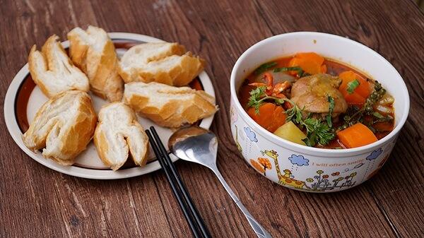 Gà nấu tiêu xanh pate ăn kèm bánh mì thật tuyệt