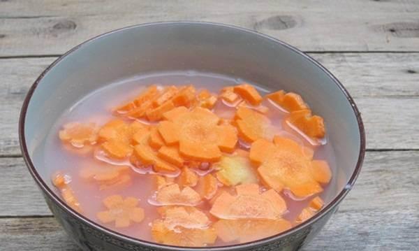 Ngâm cà rốt với vôi trong