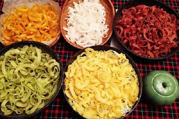 Mứt dừa đãi khách là 1 truyền thống ngày Tết Việt