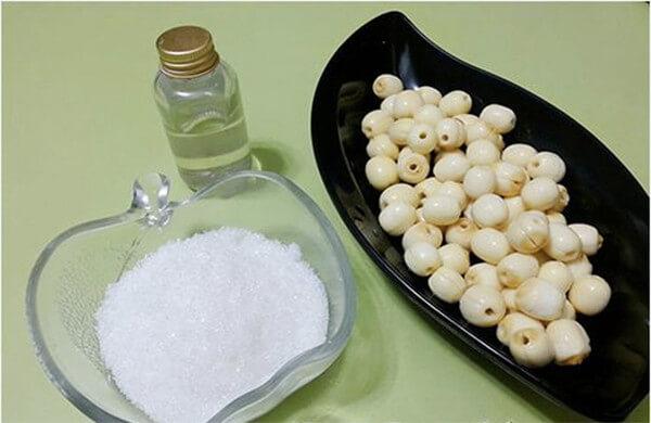 Nguyên liệu để chế biến mứt hạt sen tươi