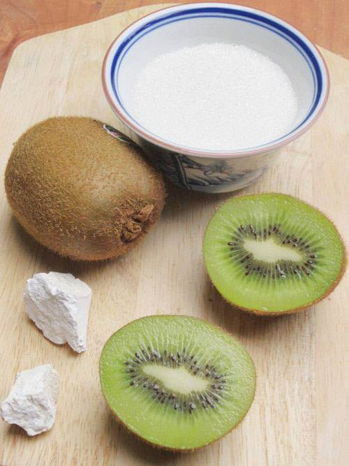 Chuẩn bị nguyên liệu cho món mứt kiwi