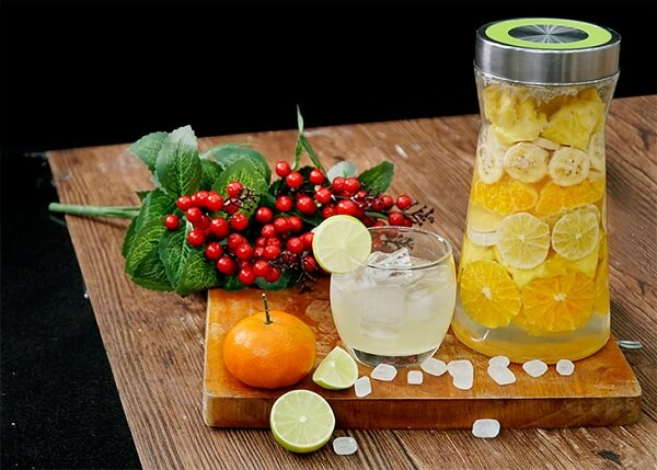 Hoàn thành hũ rượu trái cây từ cam, chanh, chuối và quýt