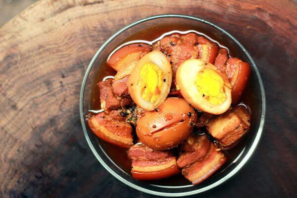 Thịt kho hột vịt là món không thể thiếu trong mâm cơm Tết Cổ Truyền