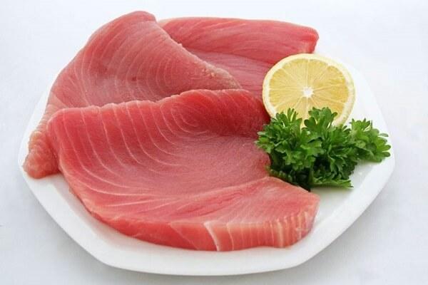 Cá ngừ đại dương có lưng cá gù và thịt cá đỏ như thịt bò