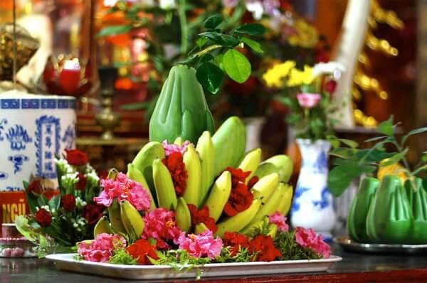 Mâm ngũ quả dành cúng gia tiên nên chọn các loại hoa quả thông dụng