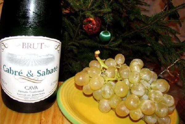 Nho và rượu dùng nhâm nhi cho tối giao thừa ở Tây Ban Nha