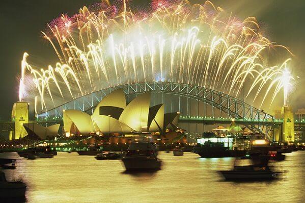 Màn bắn pháo hoa mừng năm mới ở Cầu cảng Sydney
