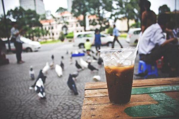 Uống cafe sáng ở nhà thờ Đức Bà