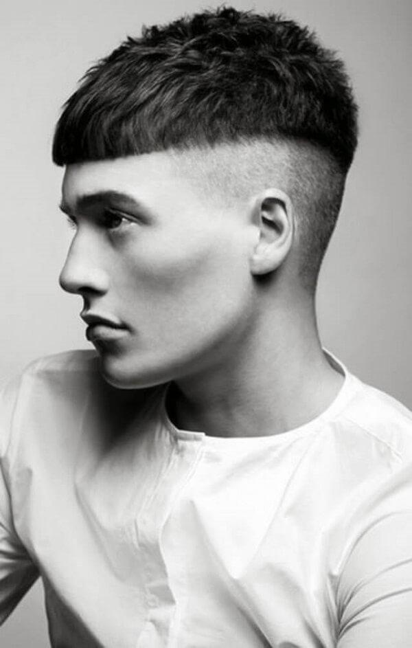 Tóc mái ngố cắt vòng cung với 2 bên tóc được cạo
