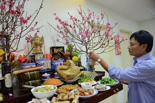 Tất niên còn là nghi thức tiễn biệt năm cũ, sửa soạn đón năm mới