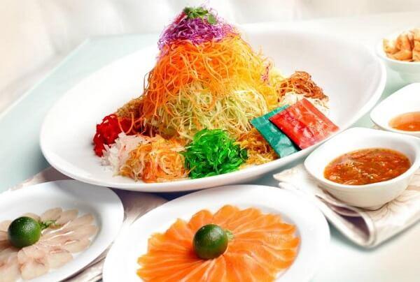 Yu Sheng tượng trưng cho cuộc sống thịnh vượng của người Singapore và Malaysia