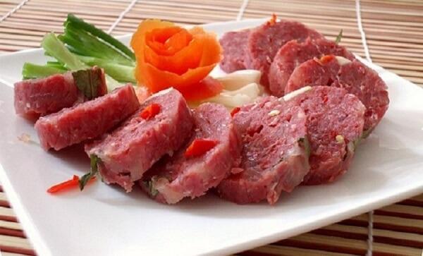 Nem chua và các loại nem khác làm từ thịt sống