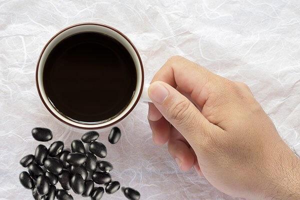 Uống nước đậu đen rang hằng ngày có tác dụng gì, có tốt không