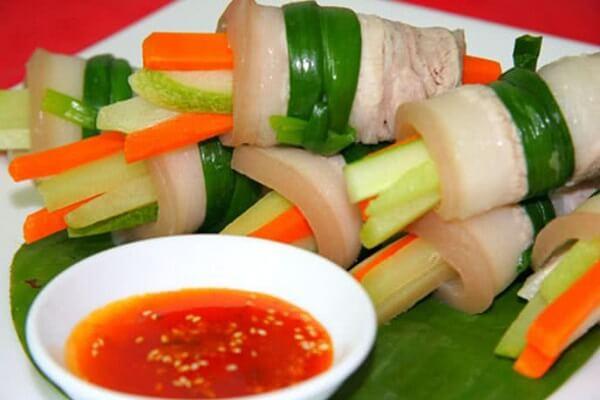 Món thịt ba chỉ cuộn rau củ là món ăn ngon mà chống ngán tốt.
