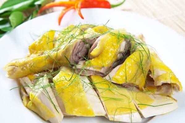 Thịt gà luôn là sự lựa chọn hàng đầu của các bà nội trợ trong ngày Tết vì đây là loại thực phẩm vừa bổ, vừa ngon lại dễ ăn.