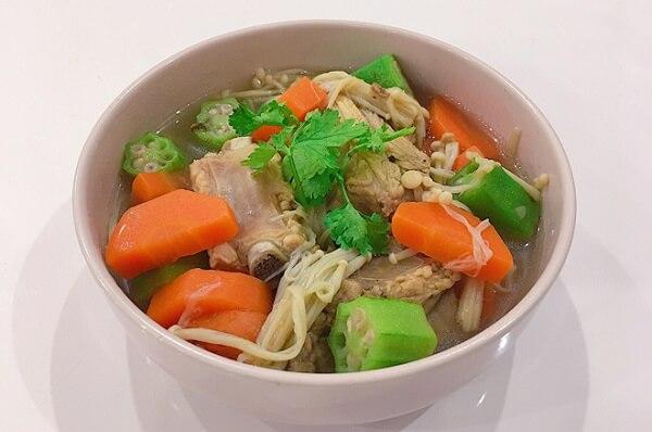 Món canh sườn non hầm rau củ (40k)