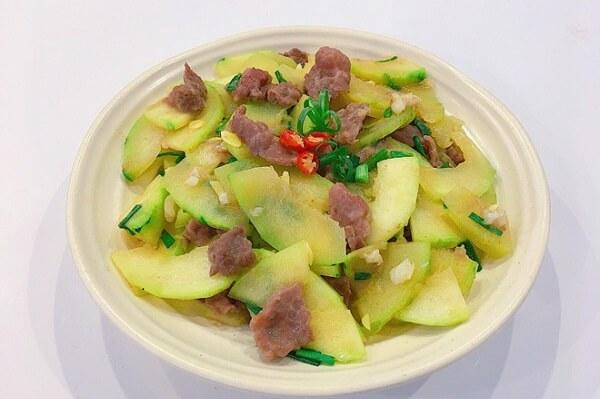 Món thịt bò xào bí ngô non (60k)