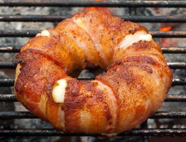 Thịt hun khói cuộn phô mai Mozzarella hình nhẫn