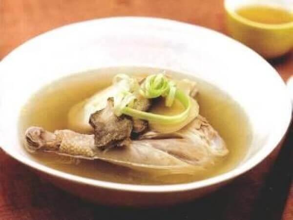 Canh gà hoa cúcCanh gà hoa cúc - Các món canh bổ dưỡng của người Hoa phục hồi bồi bổ sức khỏe