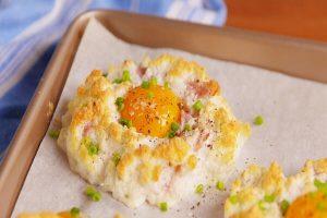 Cách làm bánh trứng đám mây, bánh trứng chiên rau củ đơn giản