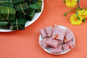 Cách làm nem chua miền Bắc - Gói nem chua bằng lá chuối đơn giản